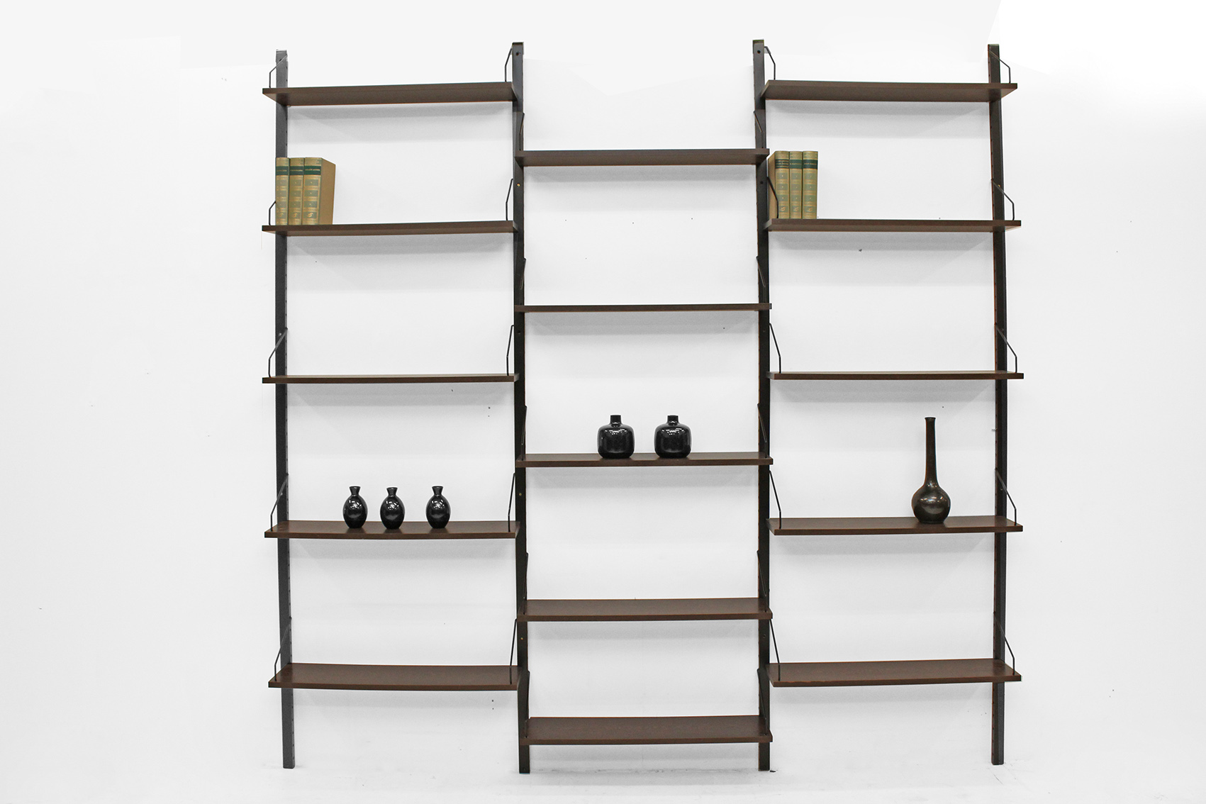 High Cadovius wall unit with bookshelves.