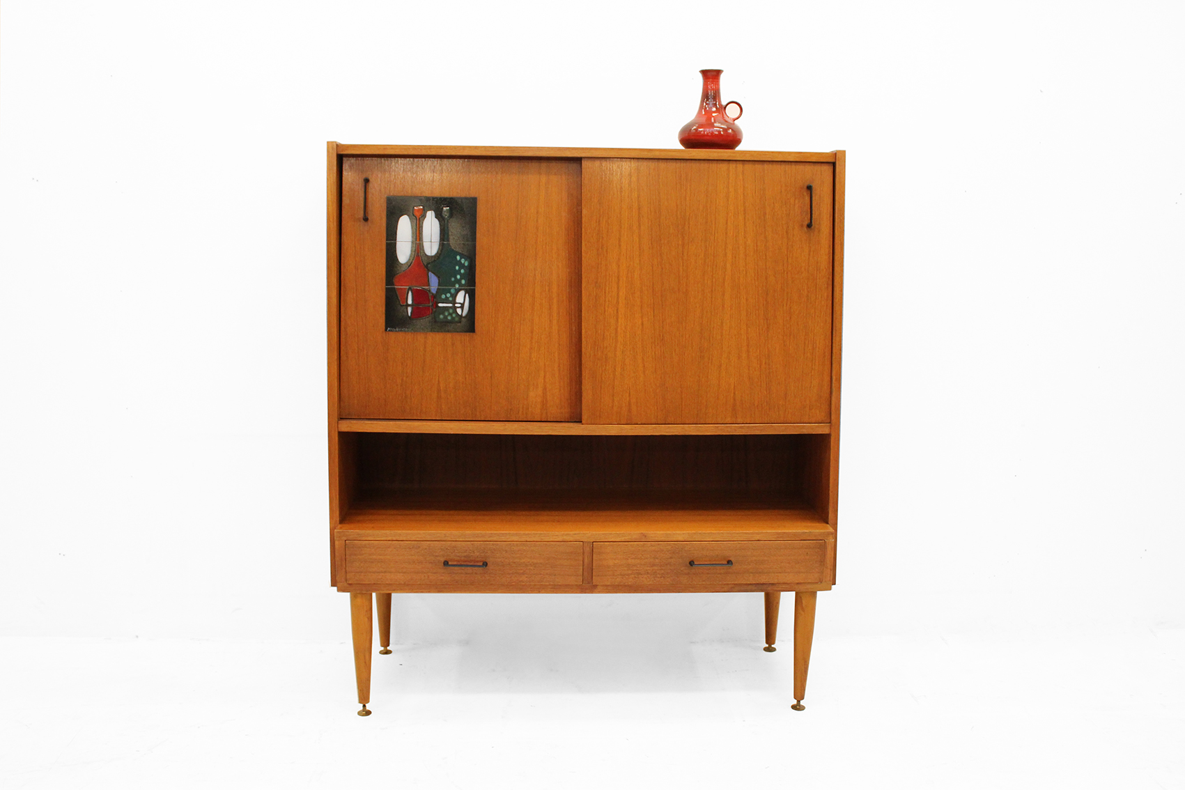 Barcabinet with ceramic accent