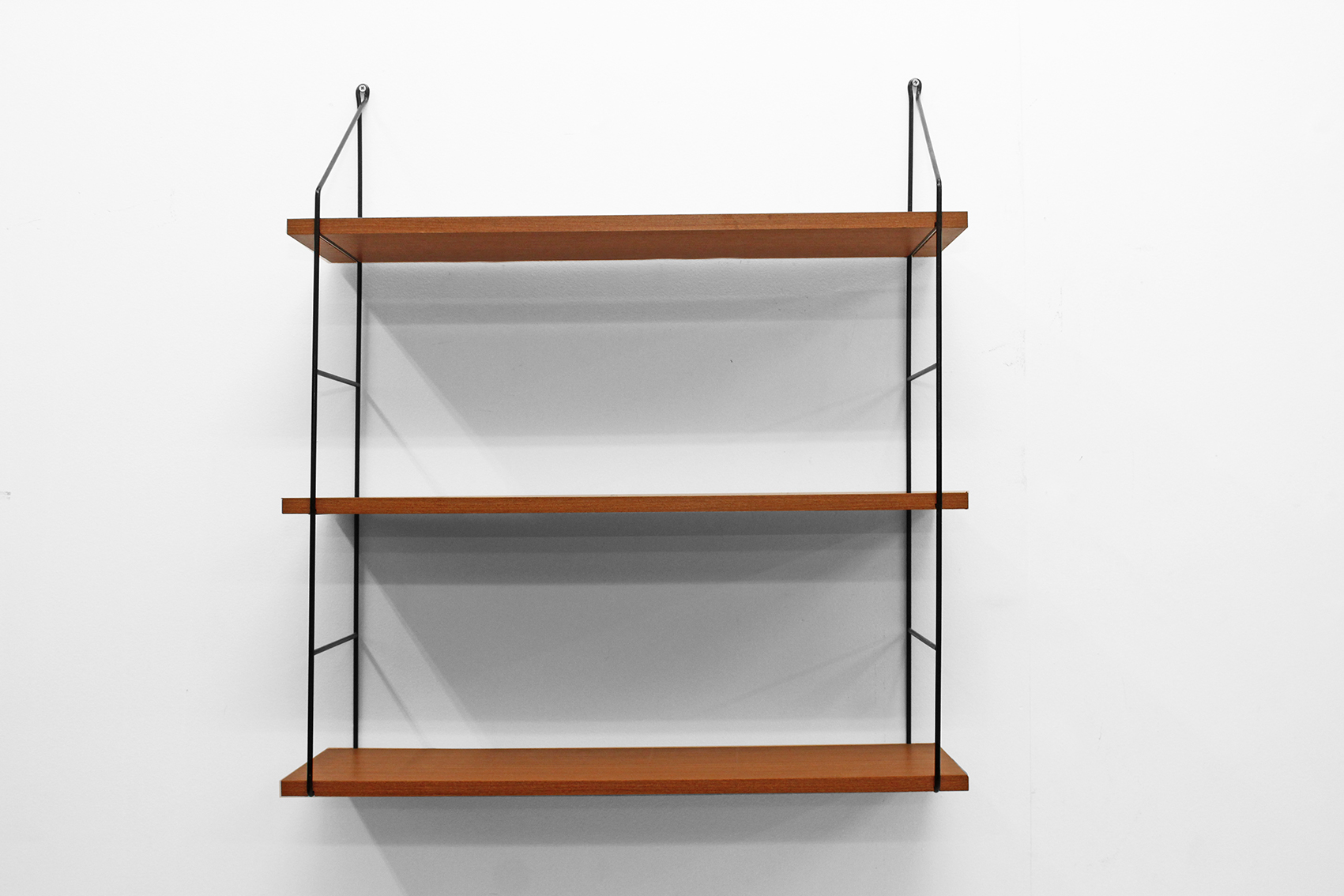 "Small wall unit-rack with ""string-look"""