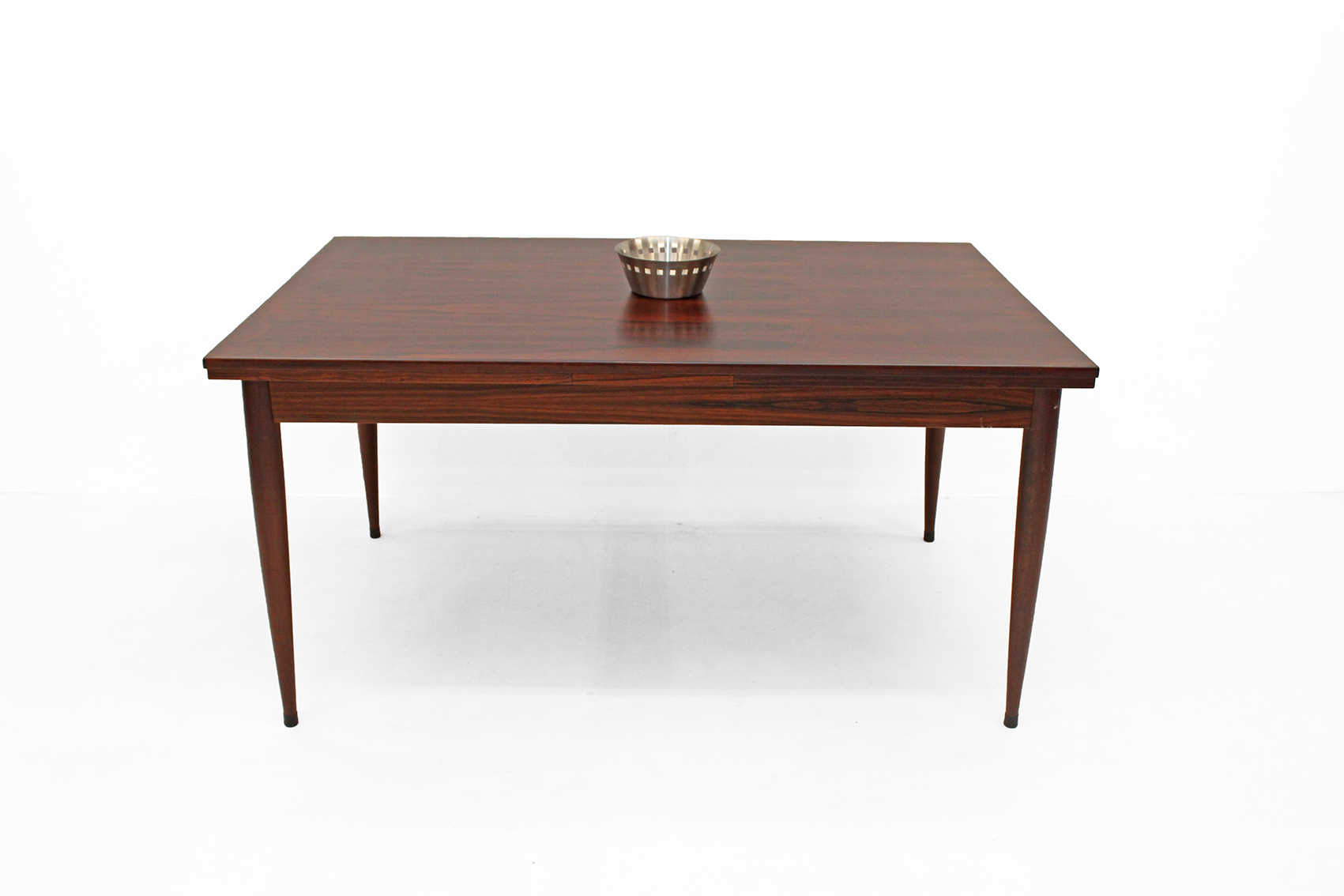 Table in dark red Afromosia teak