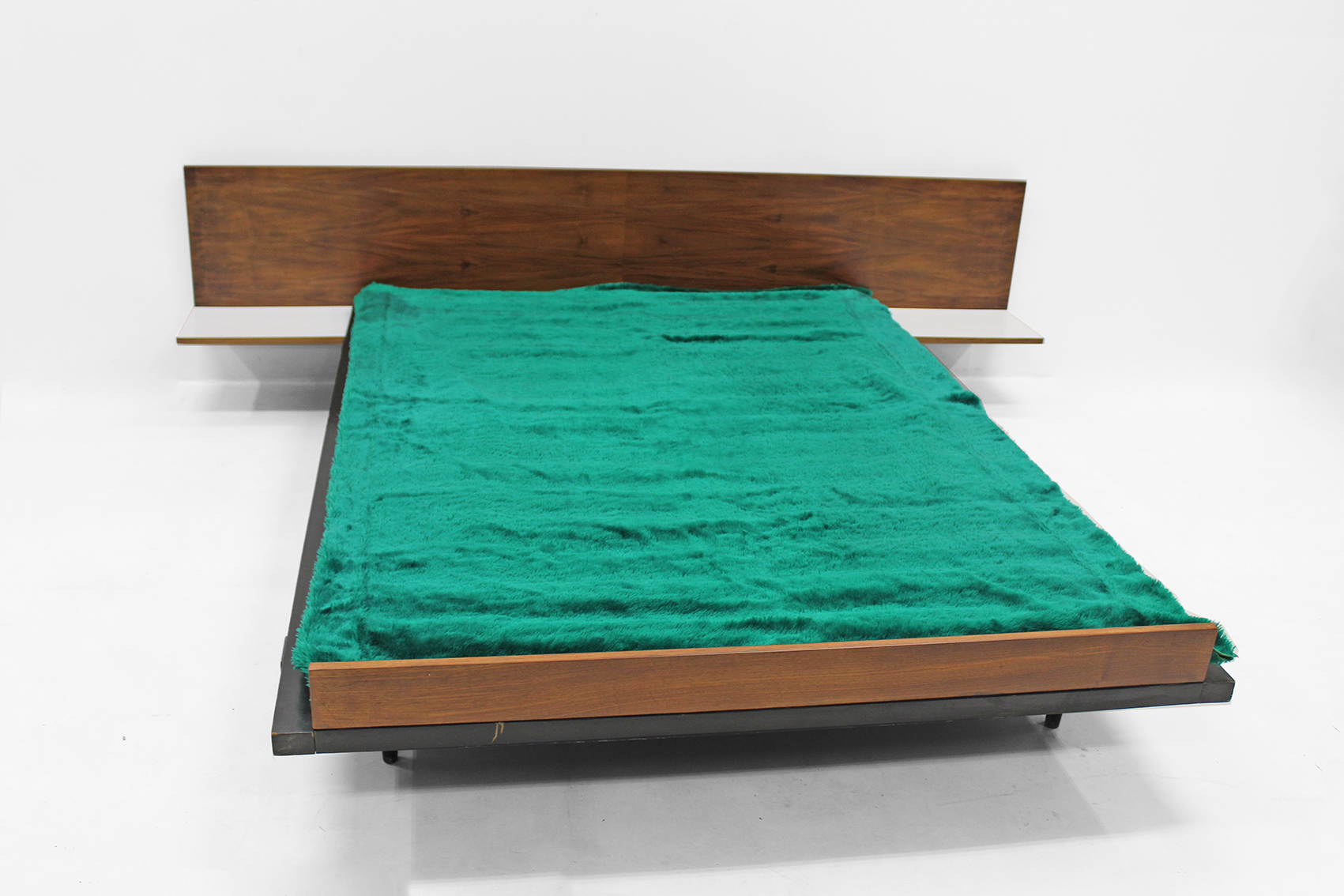 Design bed by Vanden Berghe Pauvers (slatted base incuded)