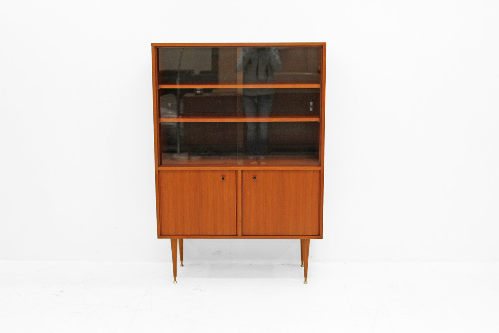MDK showcabinet in teak