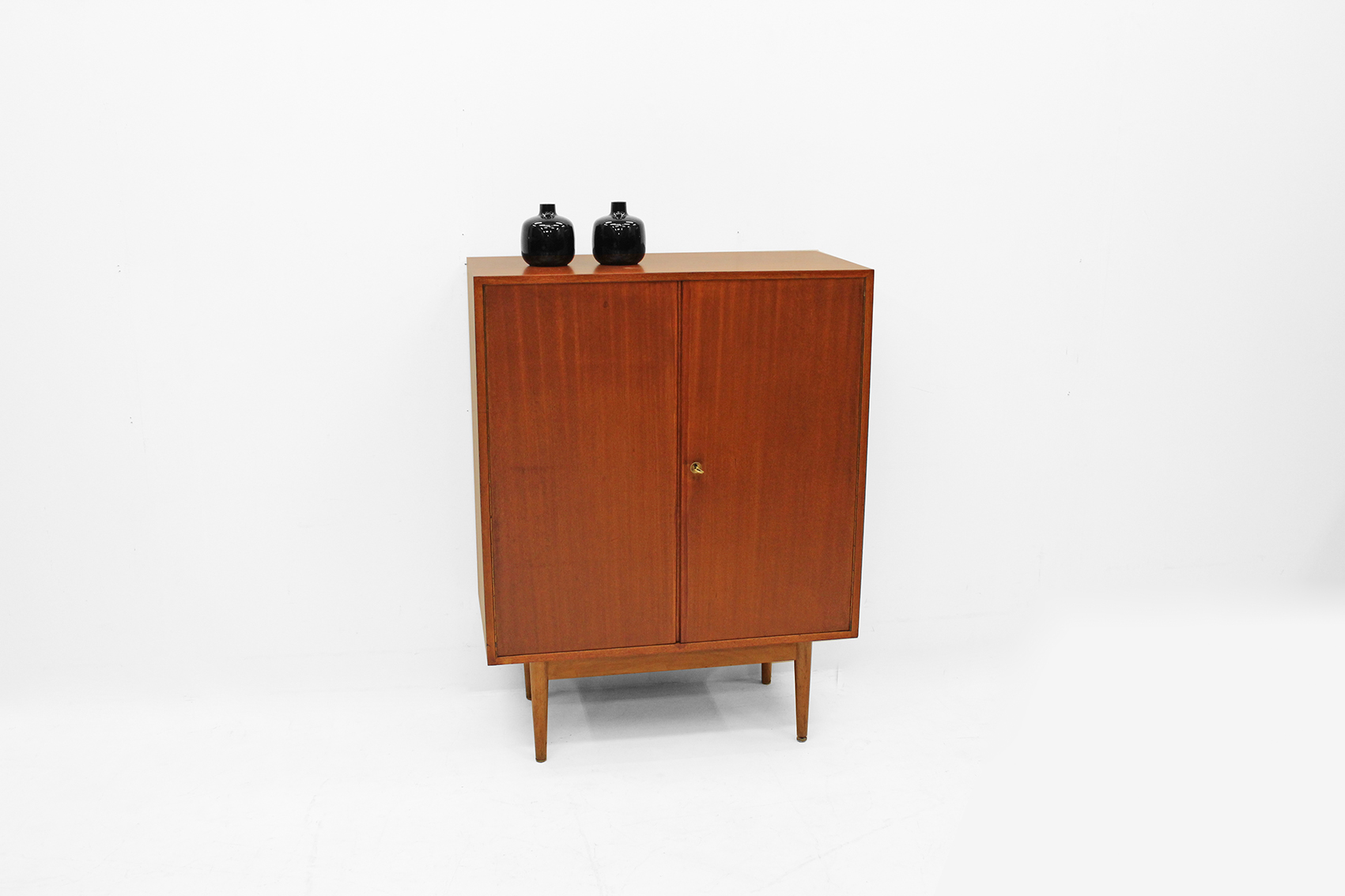 Small cabinet by van den Berghe Pauvers