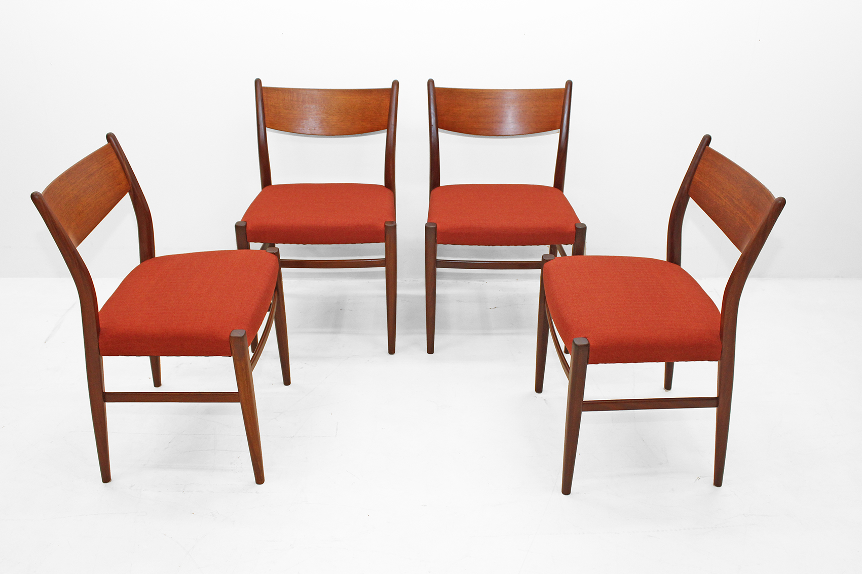 Set of 4 dining chairs by Pastoe
