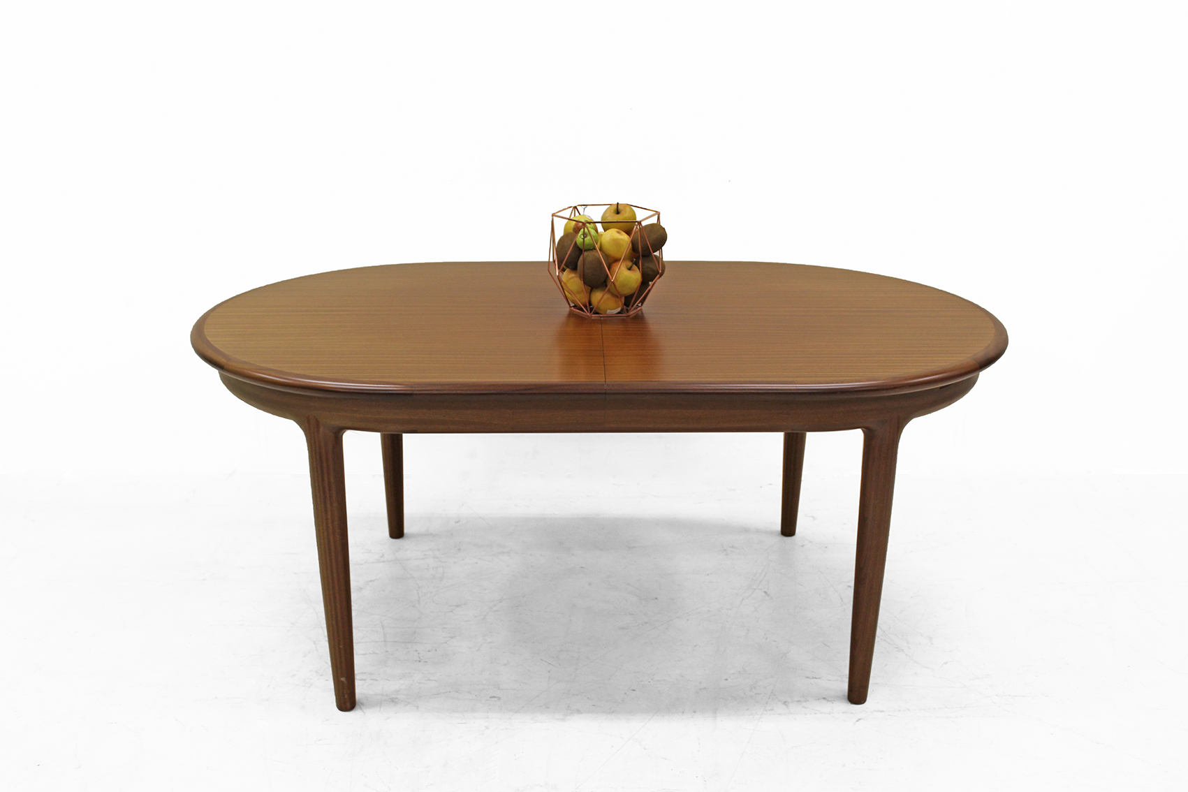 Oval table by van den Berghe Pauvers