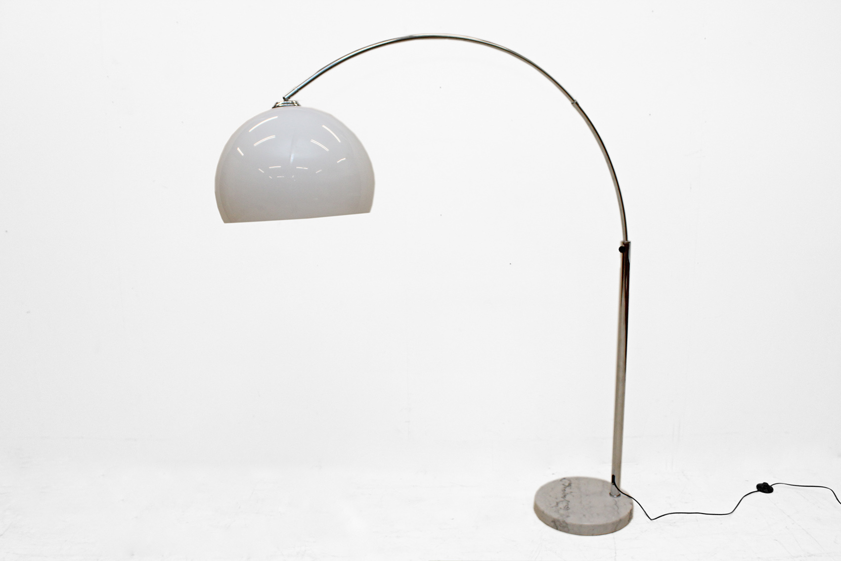 Arch lamp with marble foot