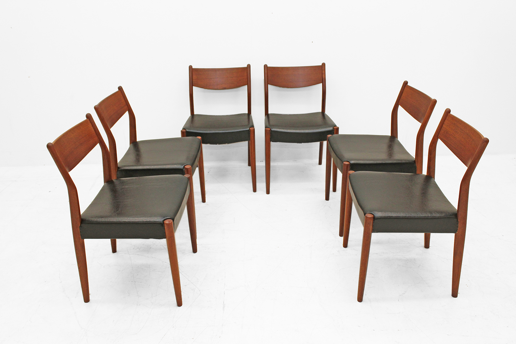 set of six chairs by pastoe