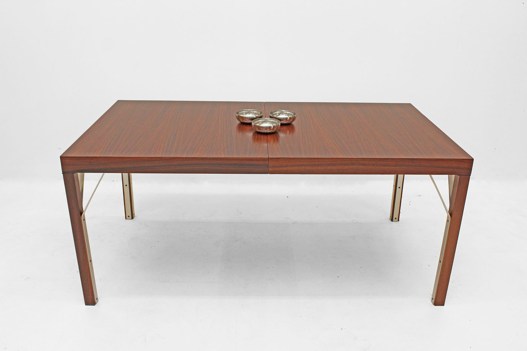 Design table in indian rosewood