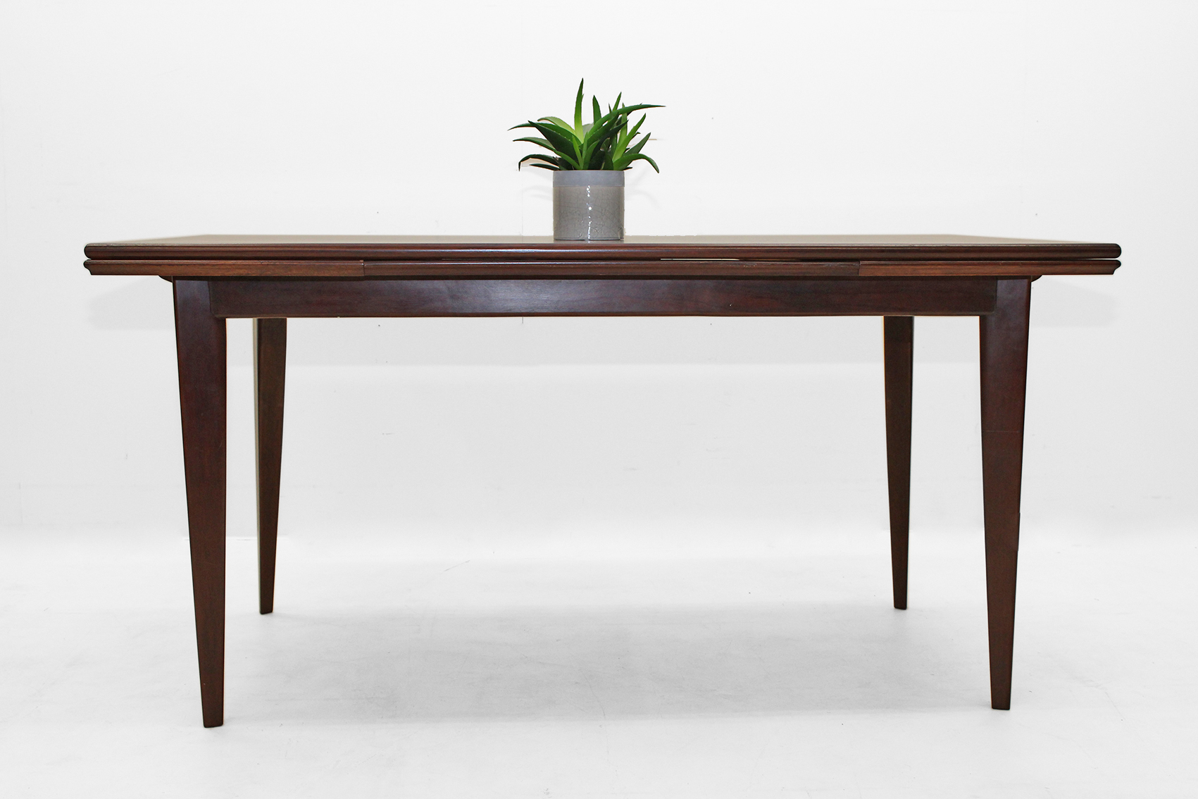 Sixties table in dark rosewood. Extendable.